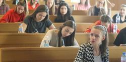 Студенти с високи доходи остават без стипендии