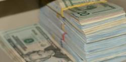 Доларът удря всички валути в земята през 2020