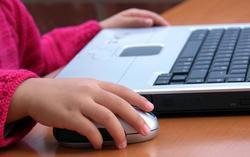 Училища минават на онлайн уроци