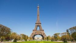Туристите ще катерят пеша Айфеловата кула