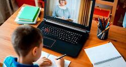 Учителите с до 20% по-натоварени от е-обучението