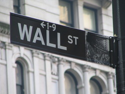 В цяла Америка уволняват, на Wall Street обаче наемат