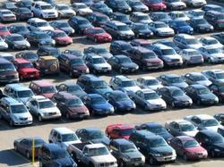 Лятото и краят на помощите за сектора ускориха спада в продажбите на коли в Европа